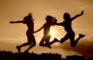 friends-girl-jump-jumping-three-Favim.com-352406